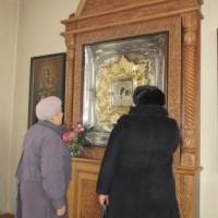 У Казанской иконы