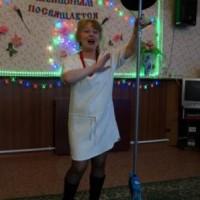 В.В. Сысоева, знакомит всех с Ванечкой и приглашает потанцевать